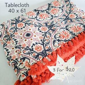 NWOT Rectangular tablecloth 40 x 61